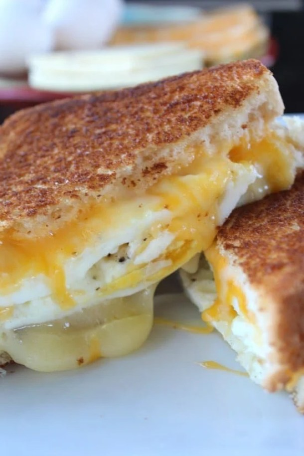 8 Fried Egg Grilled Cheese Sandwich21+ Grilled Cheese Sandwiches that your family will go CRAZY for!
