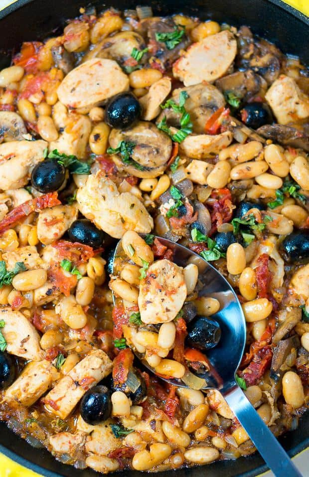 This one skillet Tuscan chicken is justSO goodand satisfying.Plus, itcomes together quickly,perfect for those busy weeknights.