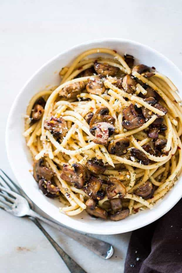 avourite pasta time peeps! Also featuring my favourite veggie – mushrooms in this 15 minute mushroom spaghetti aglio olio.