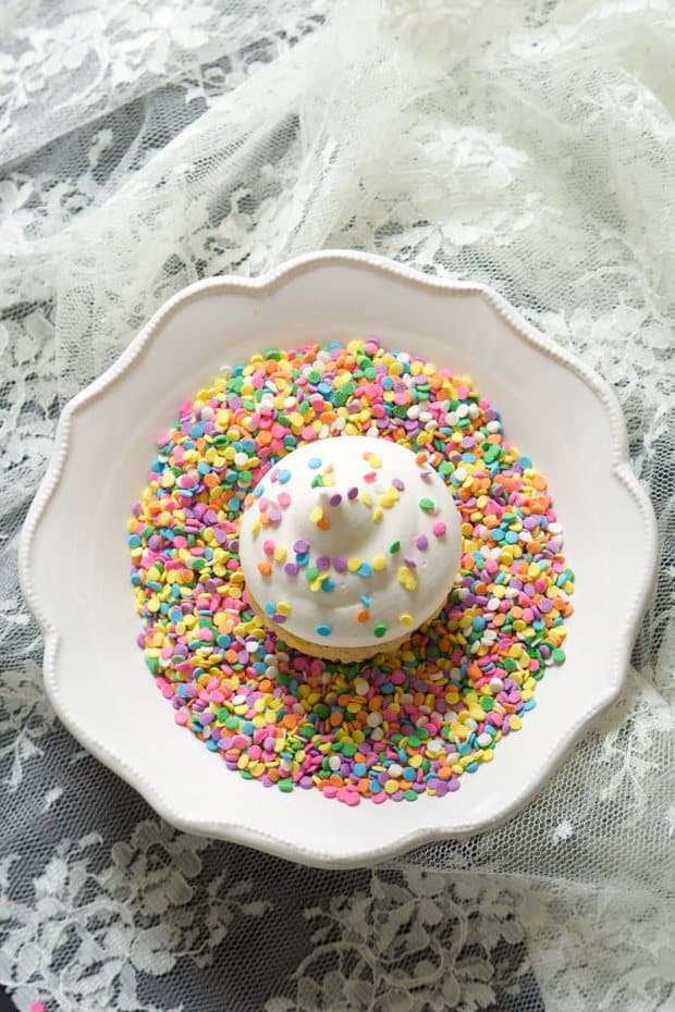 GFor those times when you get a cupcake craving and have no need for a whole batch! These Greek Yogurt Funfetti Cupcakes are skinny so no worries if you eat them both!