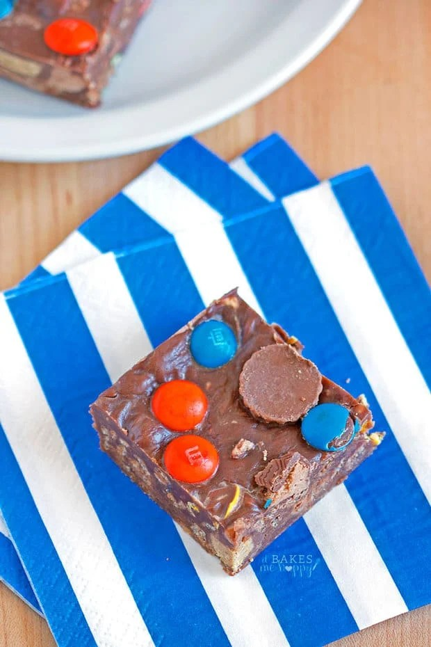 Easy, delicious Fudgy No Bake Bars taste like a combination of chocolate fudge and a brownie loaded with your favorite candy!