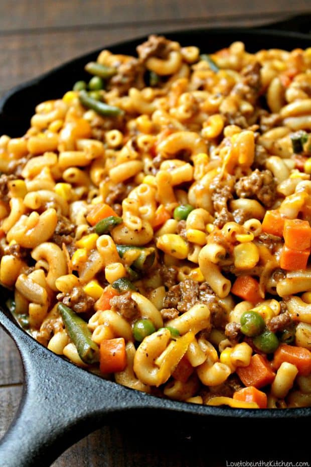 Skillet Cheesy Beef and Veggie Macaroni is ready to eat in only 20 minutes! It's a delicious meal that's perfect for the entire family, including picky eaters!