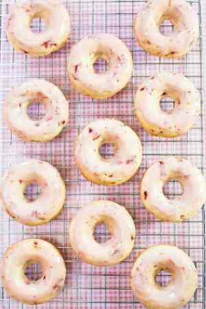 Chocolate-Strawberry-Glazed-Doughnuts