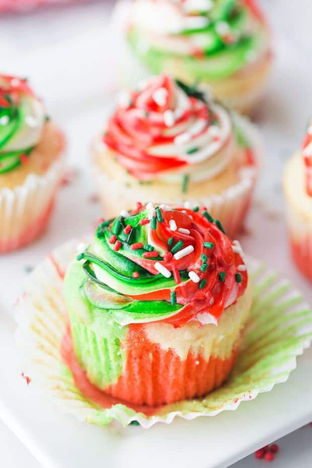ery MerryTricolor Christmas Cupcakesin red, green and white have a hint of peppermint! See how easy it is to turn plain cupcakes into colorful marble cupcakes and frosting, just like fancy café-style confections.