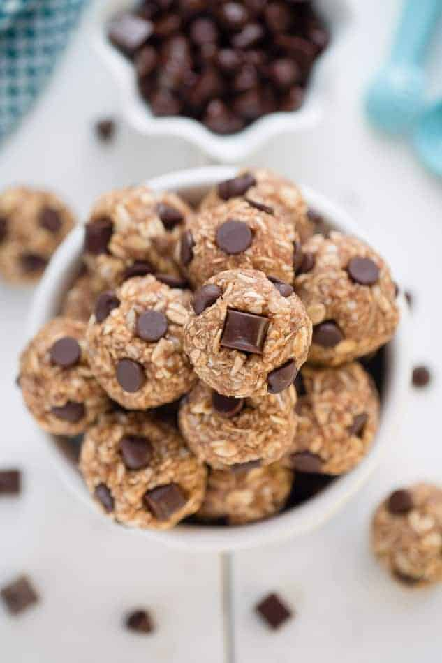 5 Ingredient Energy Bites – No Bakemade with simple pantry ingredients that you can customize. A healthy & tasty snack on the go with your favorite nut or seed butter and gluten free oats! Plus a step-by-step recipe video to follow along!