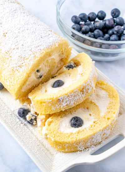 cake roll with blueberries