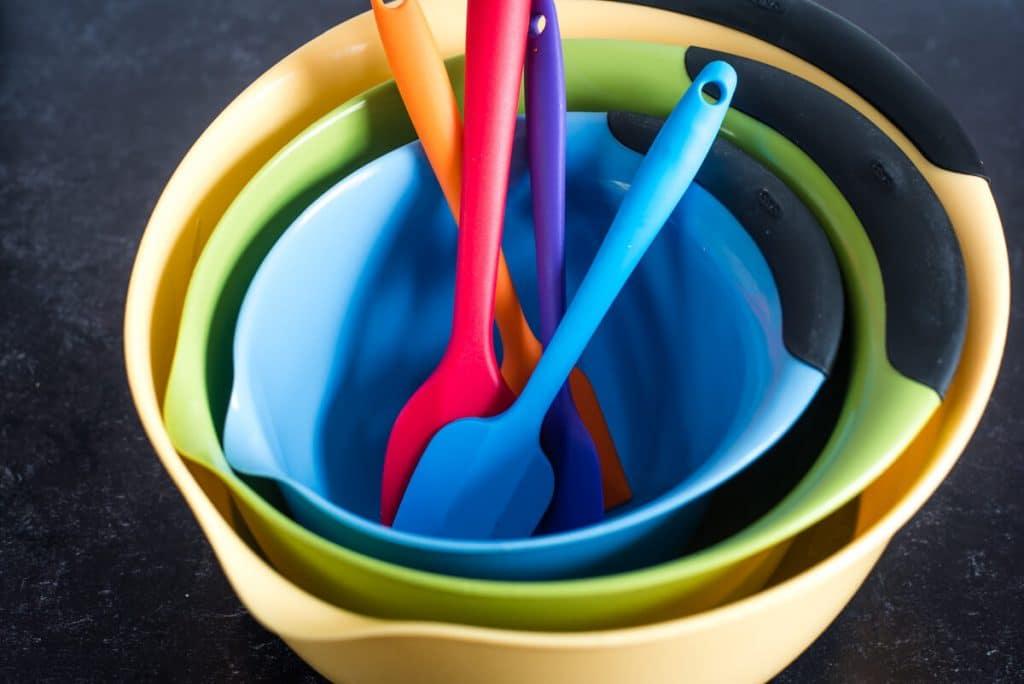 silicone spatulas and bowls