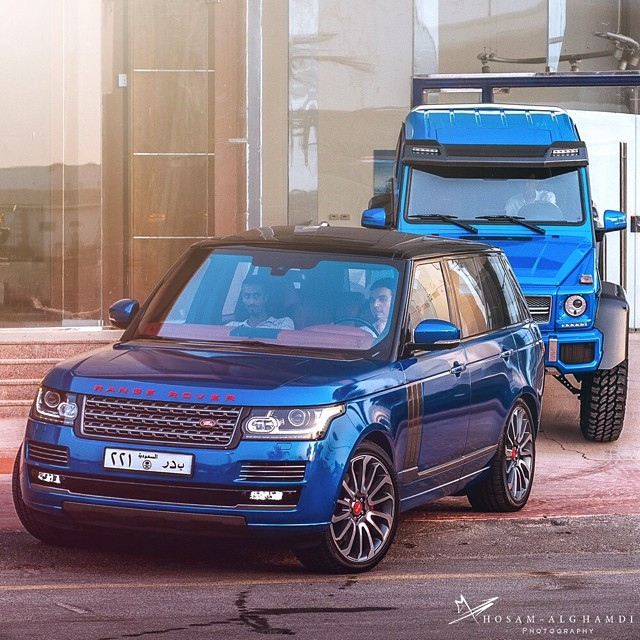 Sea Monster's friends - Range Rover Vogue!