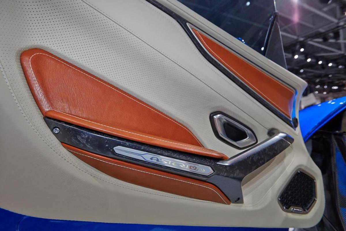 Lamborghini Asterion - the door panel