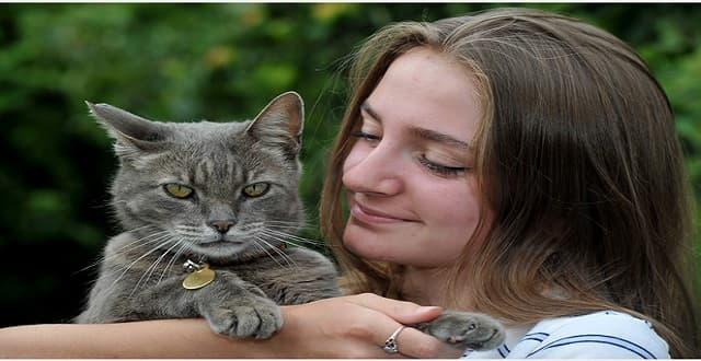 Owner Saskia Baillie with cat Sid