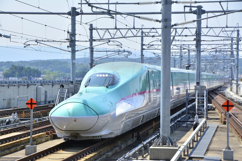 shinkansen-2504783_1920.jpg