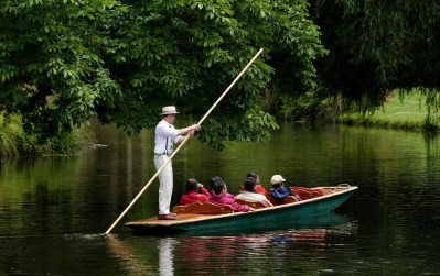 punt-boat-3731170_1920