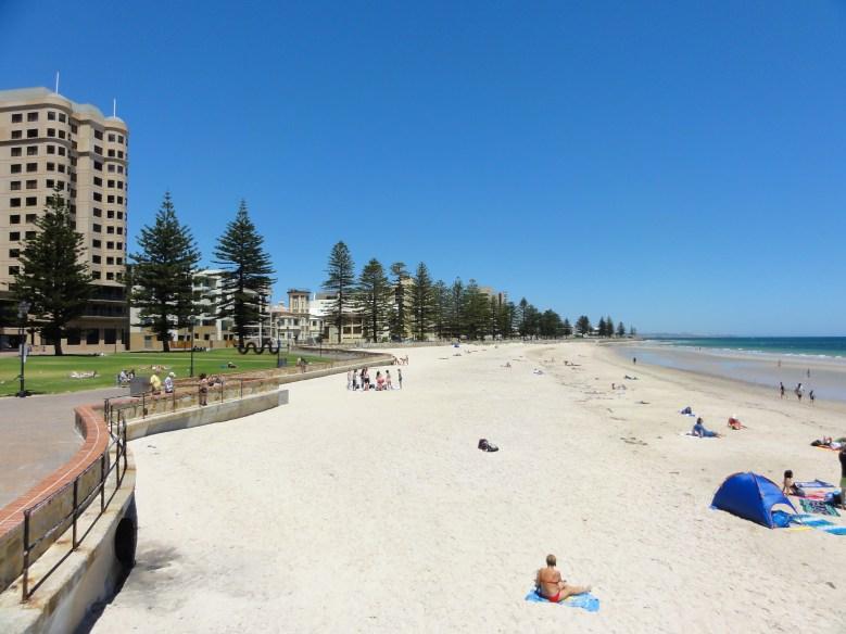 Glenelg_Beach_in_summer