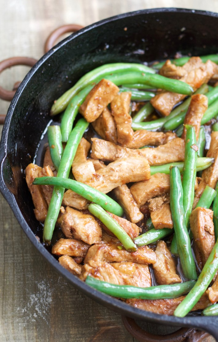 One Pan Keto Sesame Pork and Green Beans has just 4.5 net carbs per serving and is loaded with tangy Asian flavor! #keto