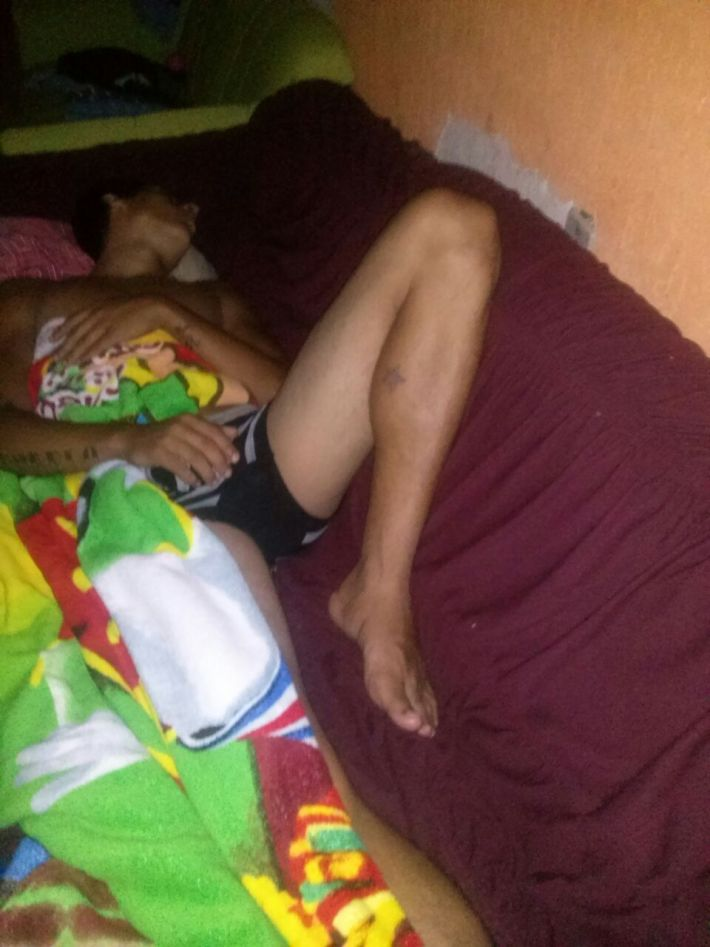 Abusando do primo dotadão dormindo