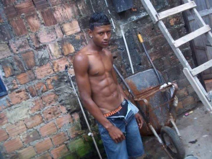 Garotos da favela parede sem reboco