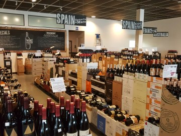 WineX quality wine store floor