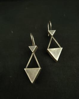 Mini triangular hanging