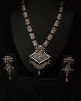 Traditional long neck piece