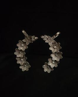 Flower studded earcuff