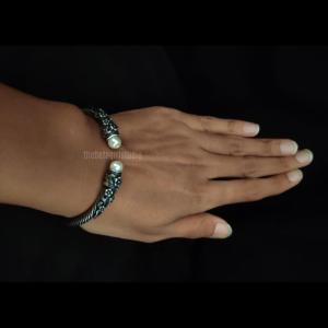 One Moti Silver Look Alike Bracelet