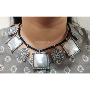 Square stud thread Silver Look Alike necklace