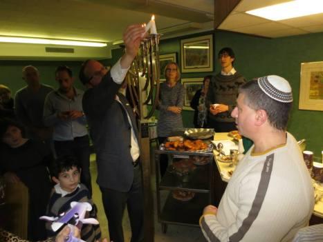 RabbiLightsMenorah3