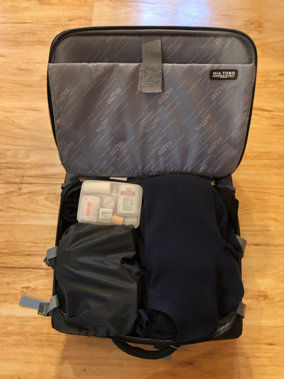 Packing Light small suitcase packed efficiently