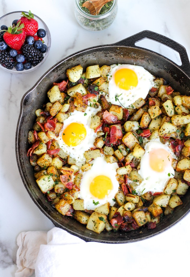 cast iron skillet with bacon breakfast skillet