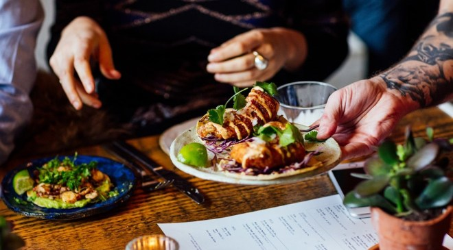 the-better-places-breddos-tacos-london-soho-restaurant-clerkenwell-foodguide-cityguide-schoeller-jessie-vonbronewski-gloria-schoeller-helena-reiseblog-travel-blogbreddos_hero_image_11