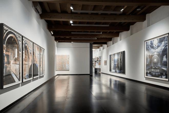Sacred Spaces by Ola Kolehmainen, galeria SENDA, Barcelona © Ola Kolehmainen