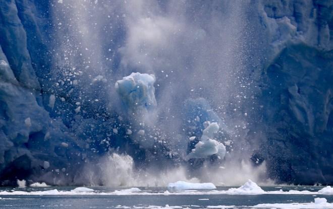thebetterplaces_patagonia_glacier_travel_iceberg_melting.JPG