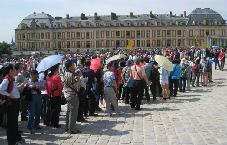 Waiting line at Palace of Versailles
