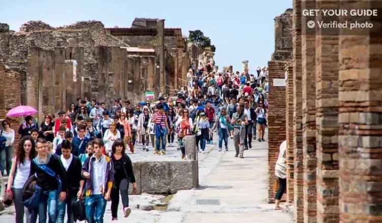 Crowd at Pompeii