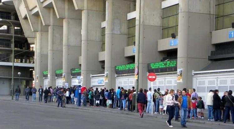 Long lines at Bernabeu Tour ticket counter