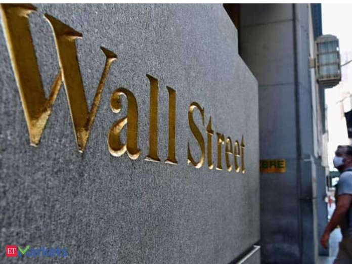 Wall Street banks competing for social media visibility ratings: WELLS FARGO Tops-IBNA Research
