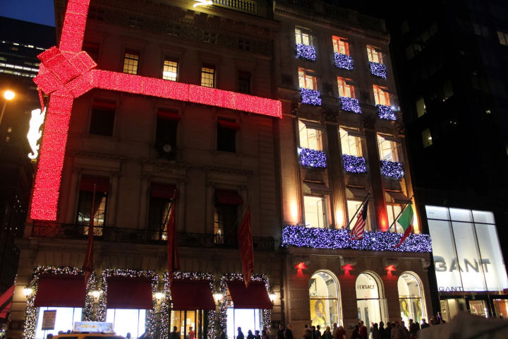 Cartier's Building on 5th avenue is decorated with bow and panther