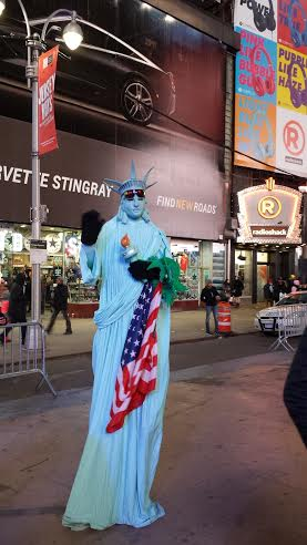 statue of liberty making money, new years eve