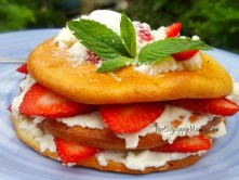 low carb strawberry cheesecake shortcake dessert on a cloud bread