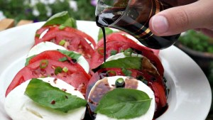 caprese-salad-with-balsamic-glaze