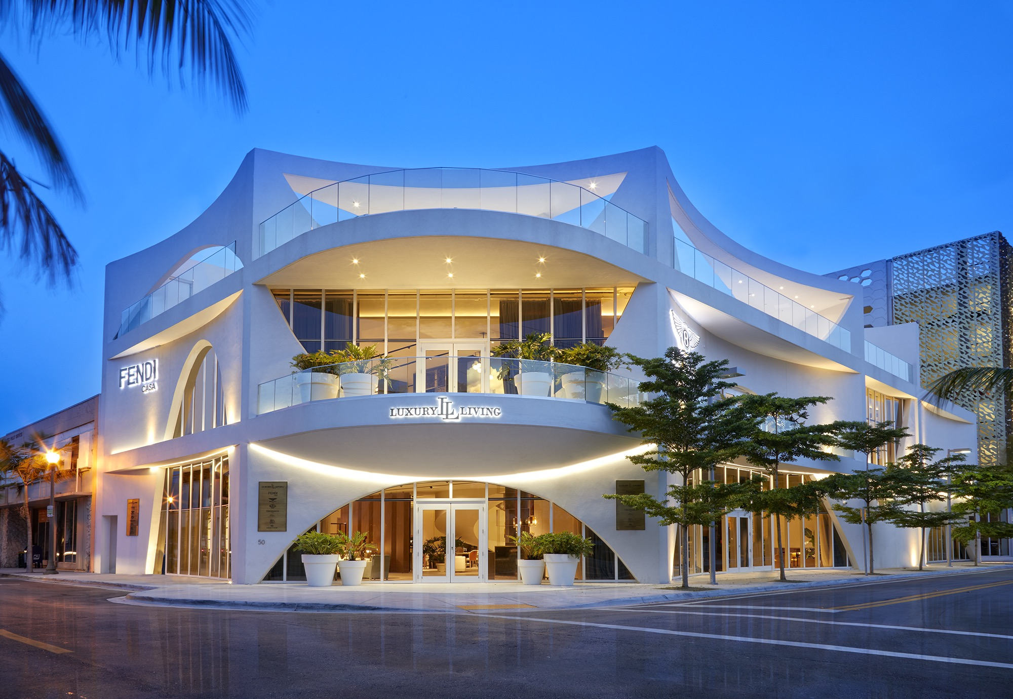 Curvy White Palazzo Full Of Italian Furniture Opens In The Miami Design District The Big Bubble Miami