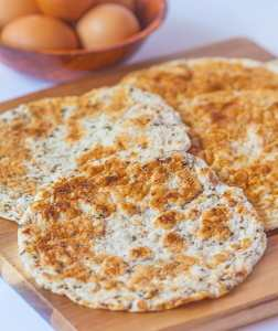 3 Ingredient Paleo Flatbread- A super simple, high protein and low carb 'flatbread' which is perfect for using as a sandwich wrap, pizza base or even as it is! #paleo #glutenfree #lowcarb #lowcalorie- thebigmansworld.com