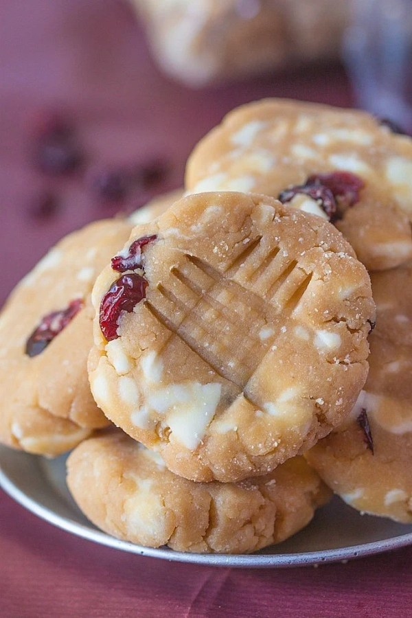 No Bake White Chocolate and Raspberry Protein Cookies- These require 1 bowl and 5 minutes to whip up and are #vegan #glutenfree and refined #sugarfree- High protein option too! -thebigmansworld.com