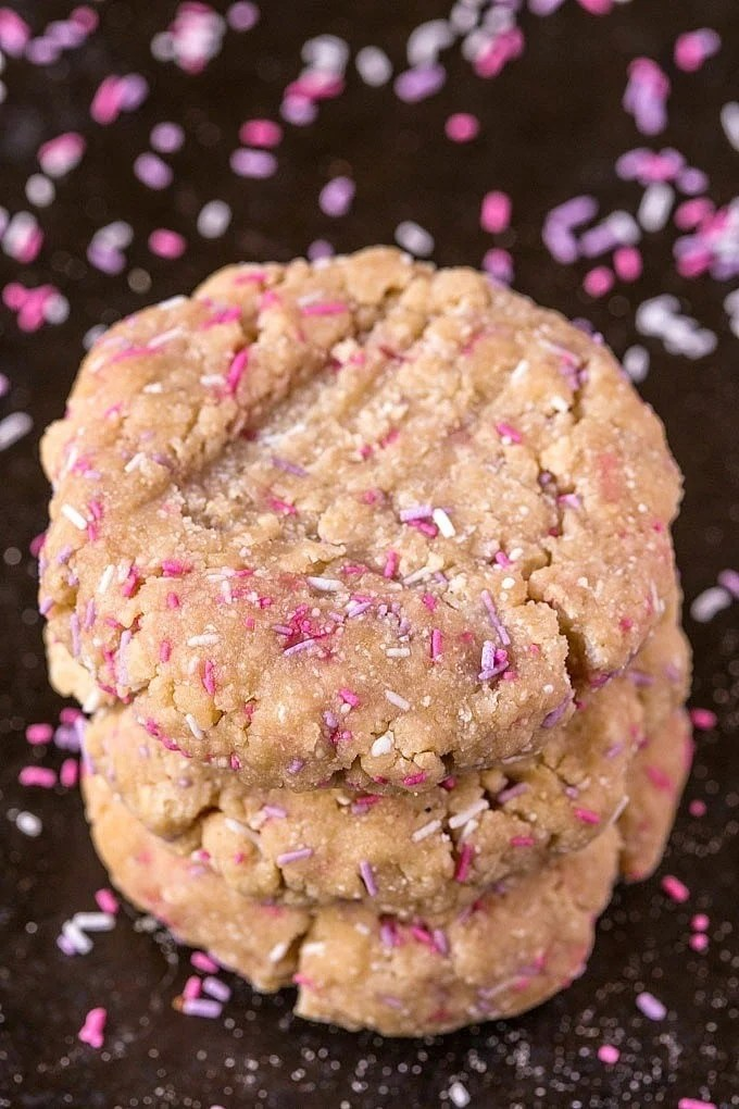 {Single Serve} No Bake Healthy Vanilla Cake Batter Breakfast Cookies- One bowl and ten minutes is all you'll need to have dessert for breakfast- With a healthy makeover! These No Bake Protein Packed Vanilla Cake Batter Breakfast cookies are single serving, gluten, sugar and dairy free with a vegan option too! @thebigmansworld -thebigmansworld.com