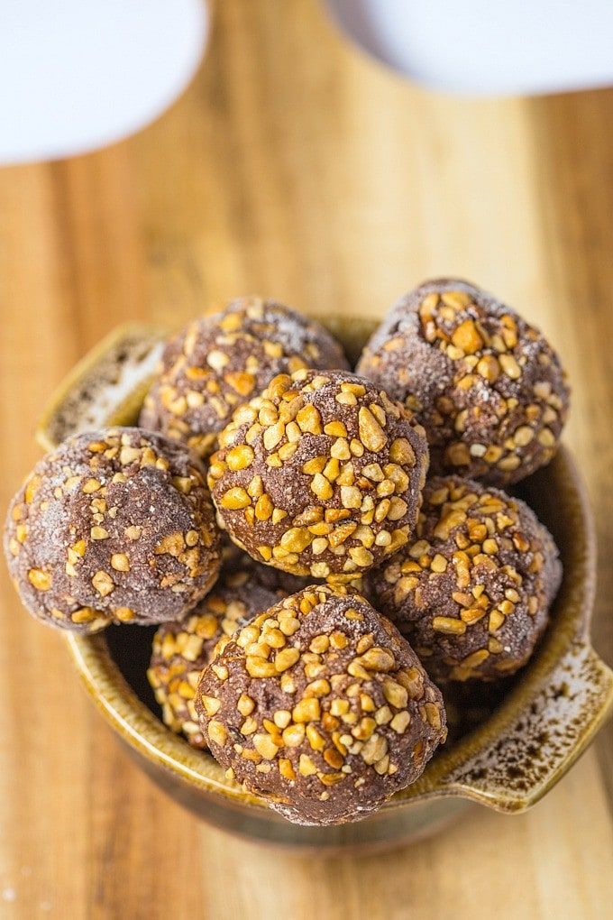 Healthy No Bake Ferrero Rocher Bites- A quick and easy snack! {paleo, vegan and gluten free!}