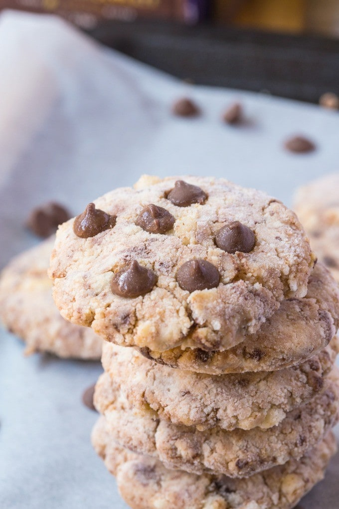Easy, healthy and customisable No Bake Cheesecake Cookies- These are SO easy and need just two ingredients!