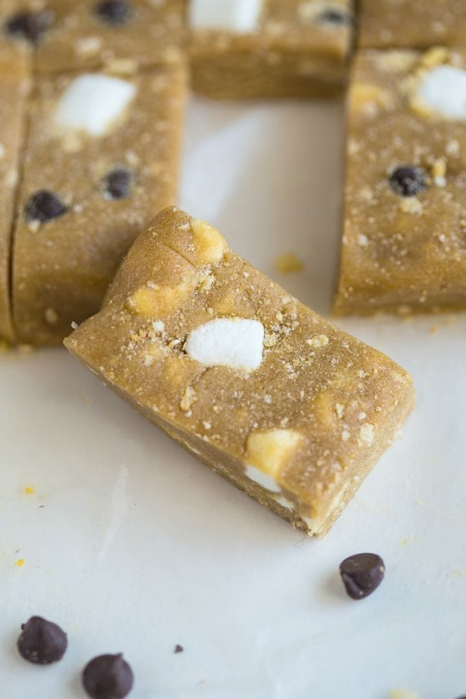 No Bake S'mores Protein Bars which are the perfect snack recipe to have on hand- Ready in 10 minutes!