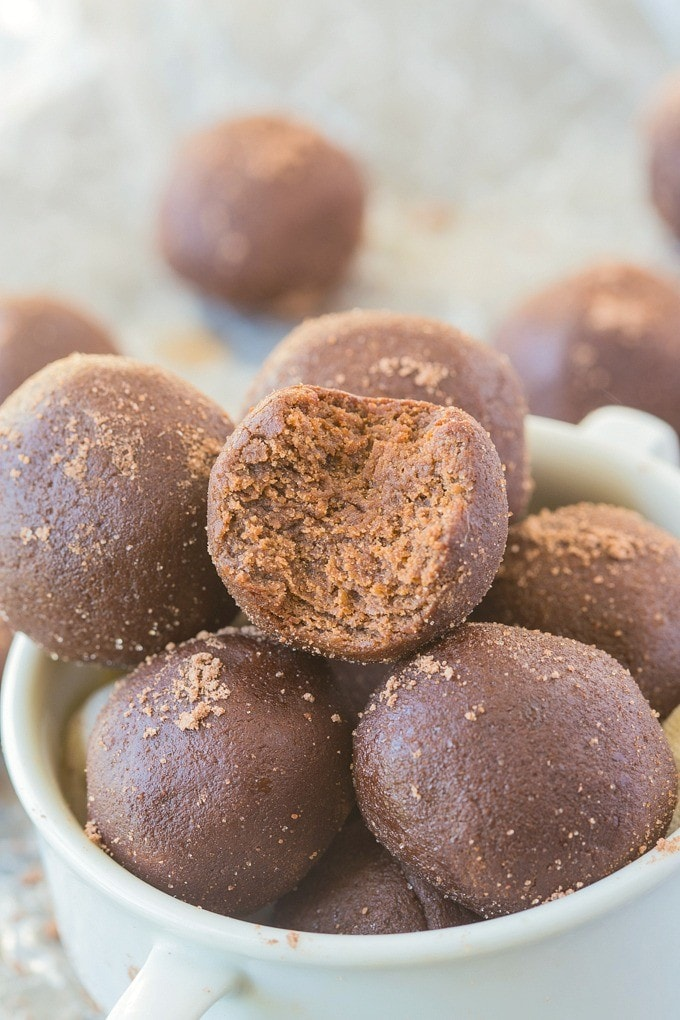Healthy No Bake Peppermint Mocha Bites Recipe- Delicious, doughy bites which take less than 5 minutes to whip up and are so healthy and delicious! {vegan, gluten-free, paleo, sugar-free options} -thebigmansworld.com