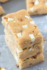 Healthy No Bake Pralines and Cream Protein Bars recipe- The ultimate snack bar which tastes like dessert and takes minutes to make- It's like eating candy but SO healthy- No butter, oil or sugar! {vegan, gluten free, paleo options}