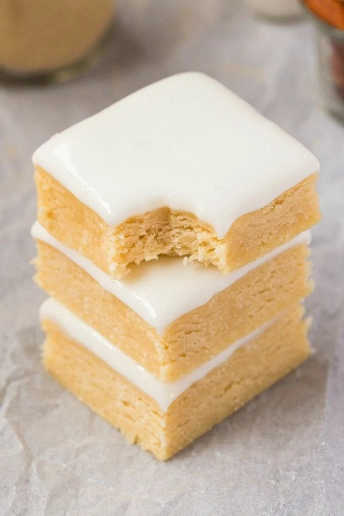 Healthy No Bake Vanilla BREAKFAST Blondies- Thick, slightly chewy and soft blondies designed for breakfast! NO butter, oil, flour or sugar, and perfect for dessert or a snack! {vegan, gluten free, paleo recipe}- thebigmansworld.com